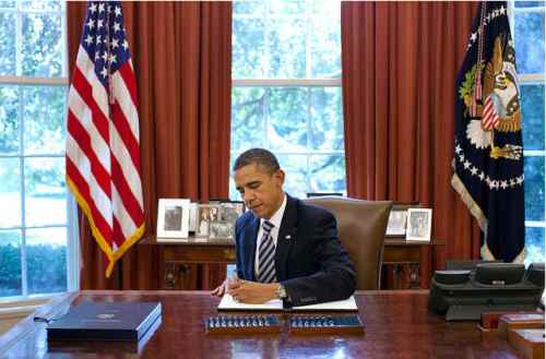 http://historymusings.files.wordpress.com/2011/08/obamasigningdebtbill.jpg?w=500
